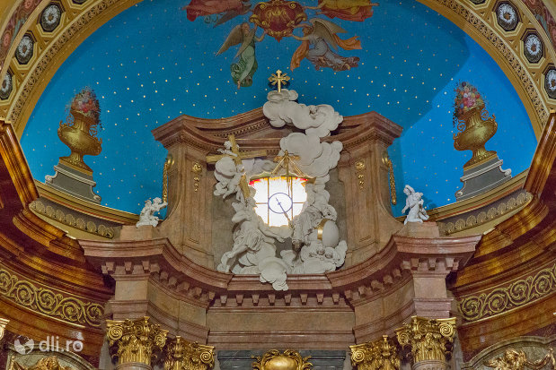 bolta-pictata-din-bazilica-romano-catolica-din-oradea-judetul-bihor.jpg