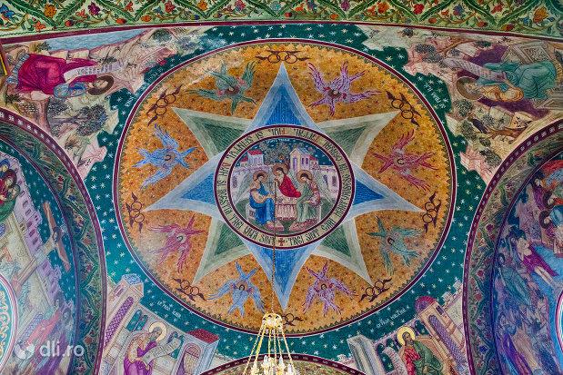 bolta-pictata-din-biserica-greco-catolica-buna-vestire-din-oradea-judetul-bihor.jpg