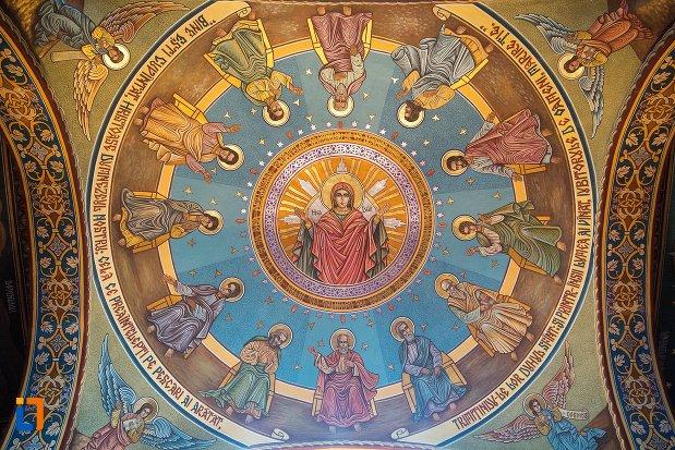 bolta-pictata-din-biserica-ortodoxa-veche-din-ocna-mures-judetul-alba.jpg