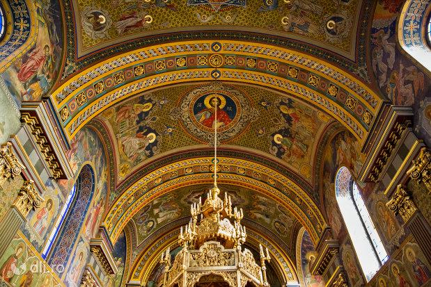 bolta-pictata-din-catedrala-ortodoxa-adormirea-maicii-domnului-biserica-cu-luna-din-oradea-judetul-bihor.jpg