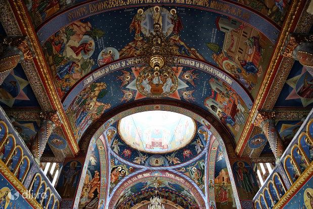 bolta-pictata-in-biserica-sfantul-dimitri-izvoratorul-din-carei-judetul-satu-mare.jpg