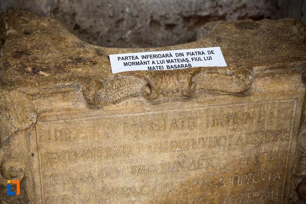 bucata-din-piatra-de-mormant-a-lui-mateias-basarab-din-biserica-domneasca-adormirea-maicii-domnului-din-targoviste-judetul-dambovita.jpg