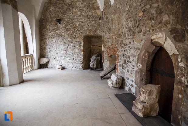 bucataria-de-la-castelul-corvinilor-azi-muzeu-din-hunedoara-judetul-hunedoara.jpg