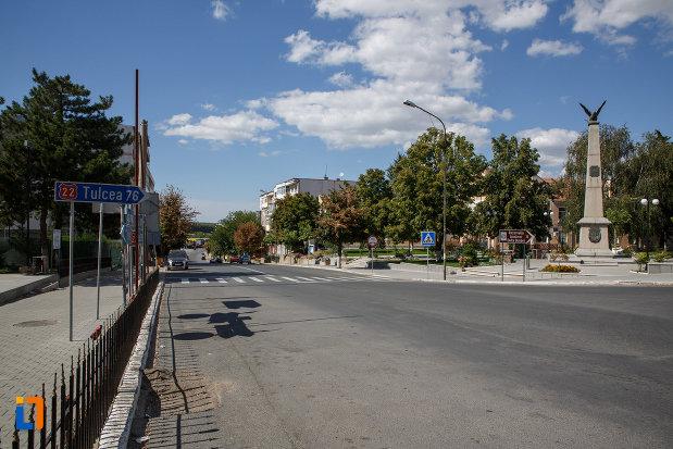 bulevard-central-din-orasul-macin-judetul-tulcea.jpg
