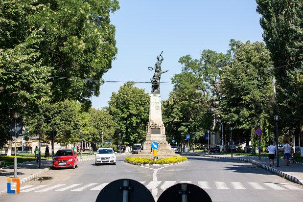 bulevardul-cu-monumentul-eroilor-din-oltenita-judetul-calarasi.jpg