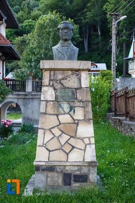 bust-de-la-muzeul-memorial-cezar-petrescu-din-busteni-judetul-prahova.jpg