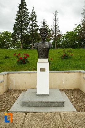 bust-de-maresal-mausoleul-eroilor-din-1916-1919-de-la-marasesti-judetul-vrancea.jpg