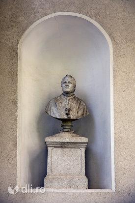 bust-sculptat-ansamblul-biserica-adormirii-maicii-domnului-din-sisesti-judetul-maramures.jpg