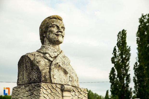 bustul-de-la-mormantul-generalului-gh-magheru-din-targu-jiu-judetul-gorj.jpg