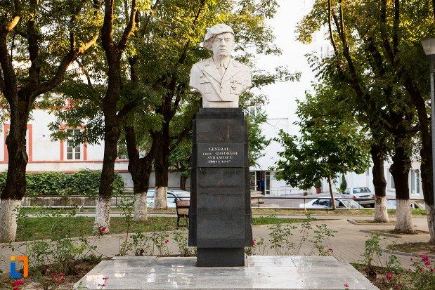 bustul-generalului-erou-gheorghe-avramescu-din-botosani-judetul-botosani.jpg