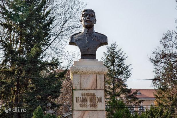 bustul-generalului-traian-mosoiu-din-oradea-judetul-bihor.jpg
