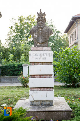 bustul-lui-alexandru-cel-bun-din-radauti-judetul-suceava.jpg