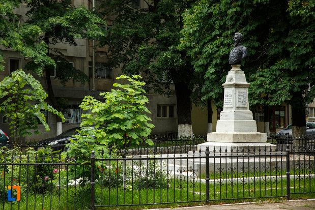 bustul-lui-alexandru-ioan-cuza-din-marasesti-judetul-vrancea-fotografiata-din-lateral.jpg