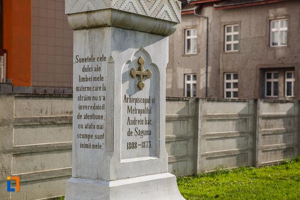 bustul-lui-andrei-saguna-din-hateg-judetul-hunedoara-inscriptii.jpg