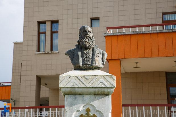 bustul-lui-andrei-saguna-din-hateg-judetul-hunedoara-partea-de-sus.jpg