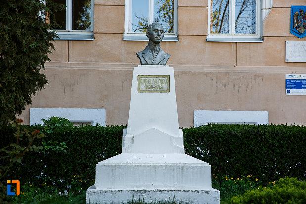 bustul-lui-aurel-vlaicu-din-orastie-judetul-hunedoara.jpg