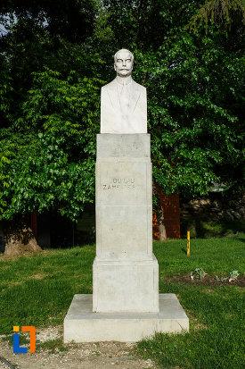 bustul-lui-duiliu-zamfirescu-din-focsani-judetul-vrancea.jpg