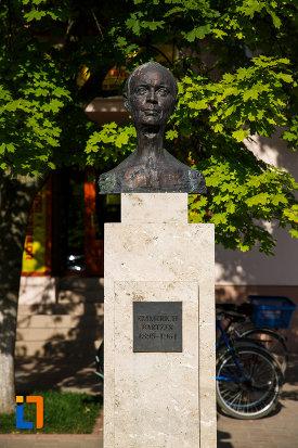 bustul-lui-emmerich-bartzer-din-jimbolia-judetul-timis-vazut-din-fata.jpg