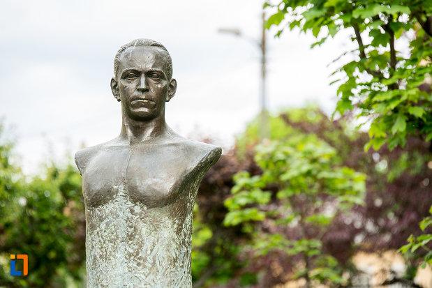 bustul-lui-george-tatarescu-din-targu-jiu-judetul-gorj.jpg