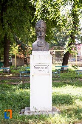 bustul-lui-grigore-al-ii-lea-ghica-din-dorohoi-judetul-botosani.jpg