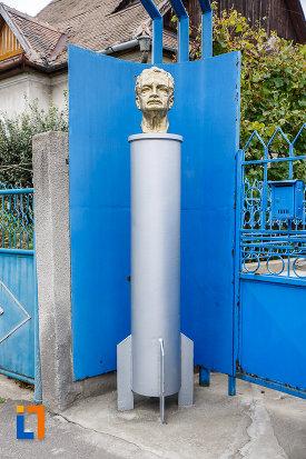 bustul-lui-hermann-oberth-din-medias-judetul-sibiu.jpg