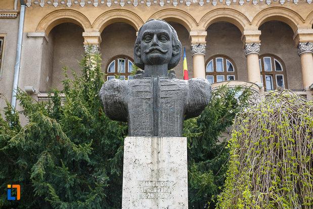 bustul-lui-iancu-de-hunedoara-judetul-hunedoara-imagine-apropiata.jpg