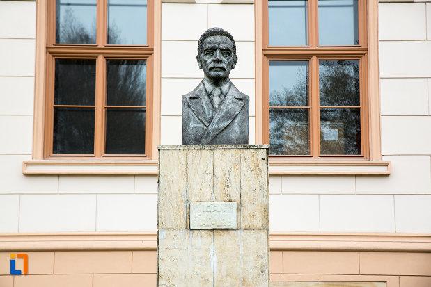 bustul-lui-ioan-slavici-din-arad-judetul-arad.jpg
