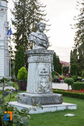 bustul-lui-ion-heliade-radulescu-din-targoviste-judetul-dambovita.jpg