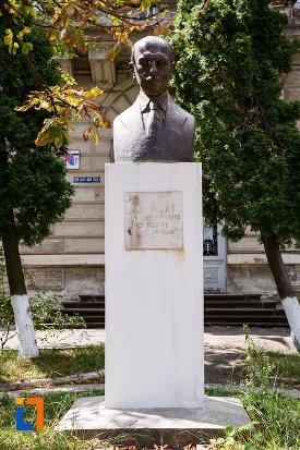 bustul-lui-ion-pillat-din-dorohoi-judetul-botosani.jpg