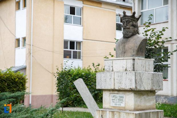 bustul-lui-latcu-voda-din-siret-judetul-suceava-fotografiat-din-lateral.jpg