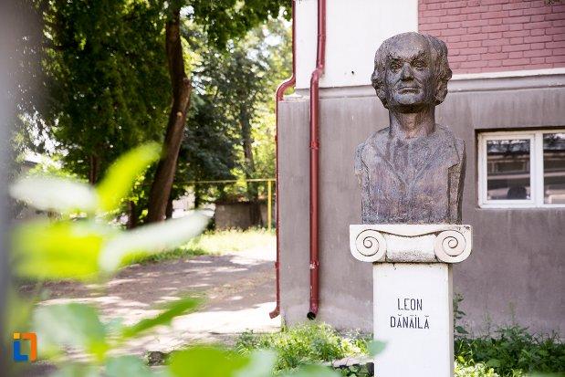 bustul-lui-leon-danaila-din-dorohoi-judetul-botosani.jpg