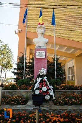 bustul-lui-maria-dediliuc-din-flamanzi-judetul-botosani.jpg