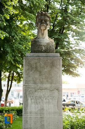 bustul-lui-maxim-gorki-gradina-publica-sau-parcul-central-din-tecuci-judetul-galati.jpg