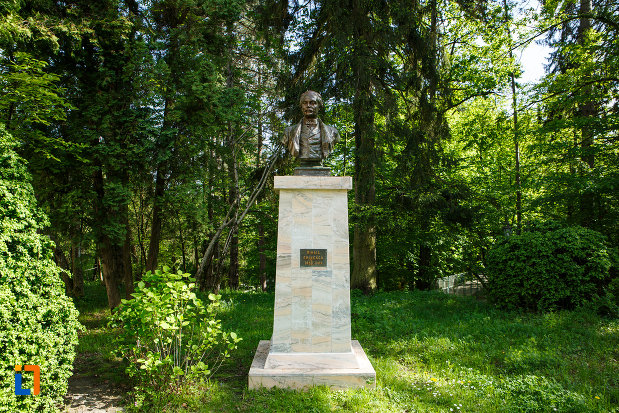 bustul-lui-mihai-eminescu-din-baile-govora-judetul-valcea.jpg
