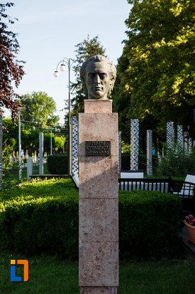 bustul-lui-mihai-eminescu-din-jimbolia-judetul-timis.jpg