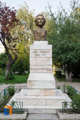 bustul-lui-mihai-eminescu-din-rosiorii-de-vede-judetul-teleorman.jpg