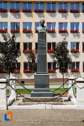 bustul-lui-mihai-eminescu-din-sannicolau-mare-judetul-timis.jpg