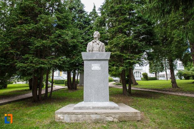 bustul-lui-mihai-eminescu-din-sinaia-judetul-prahova.jpg
