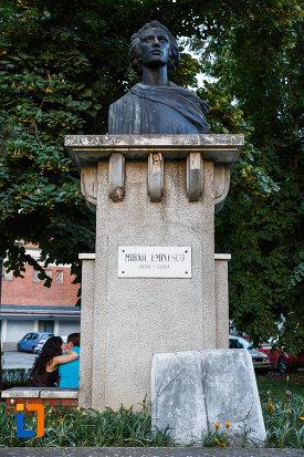 bustul-lui-mihai-eminescu-din-timisoara-judetul-timis-vazut-din-fata.jpg