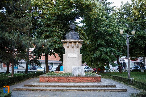 bustul-lui-mihai-eminescu-din-timisoara-judetul-timis.jpg