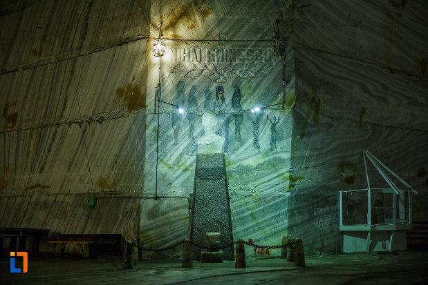 bustul-lui-mihai-eminescu-salina-unirea-din-slanic-judetul-prahova.jpg