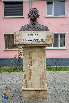 bustul-lui-mihai-i-rege-al-romaniei-din-copsa-mica-judetul-sibiu.jpg