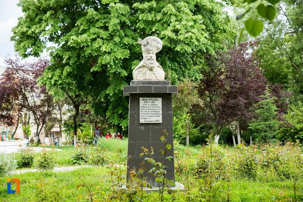 bustul-lui-mihai-viteazul-din-corabia-judetul-olt.jpg