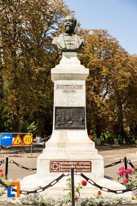 bustul-lui-mihail-kogalniceanu-din-dorohoi-judetul-botosani.jpg