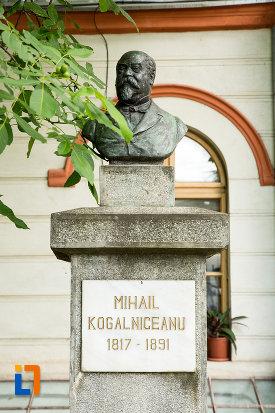 bustul-lui-mihail-kogalniceanu-din-galati-judetul-galati.jpg