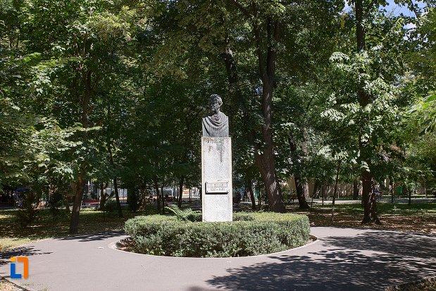 bustul-lui-mihail-sadoveanu-din-braila-judetul-braila.jpg