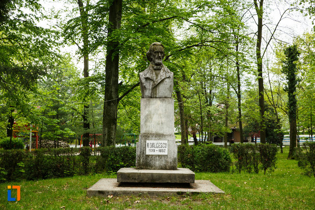bustul-lui-nicolae-balcescu-din-ramnicu-valcea-judetul-valcea.jpg