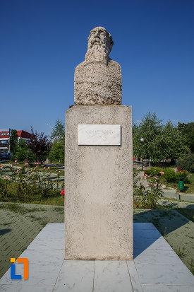 bustul-lui-nicolae-iorga-din-centrul-localitatii-valenii-de-munte-judetul-prahova.jpg