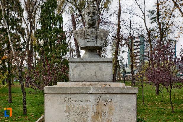 bustul-lui-octavian-goga-din-parcul-central-cluj-napoca-judetul-cluj.jpg