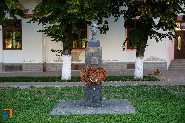 bustul-lui-petofi-sandor-din-jimbolia-judetul-timis.jpg